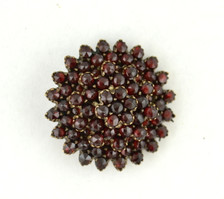 Antique garnet star pine contains 72 individual garnets set on a brass base. 1920s.