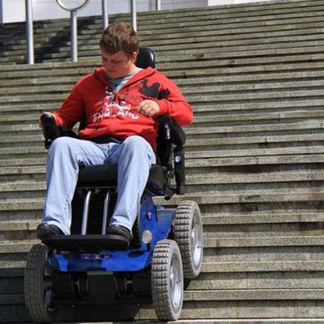 living-spinal-stair-climbing-wheelchair3-76939.1579533955.690.460.jpg