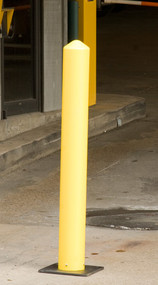 A photograph of a 02257 eagle poly bollards and base.