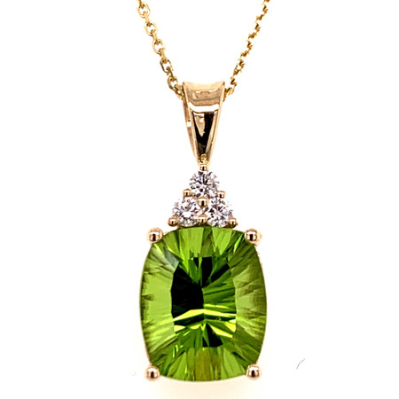 PERIDOT AND DIAMOND PENDANT AND CHAIN IN 14 KT YELLOW GOLD