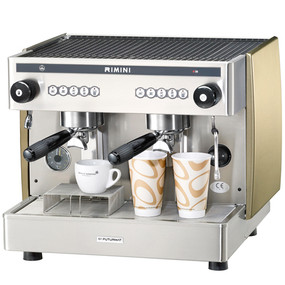 Just 58 cm wide this commercial coffee machine is designed for take away food service professionals and can also handle traditional espresso and cappuccino cups with its drip tray supplement.