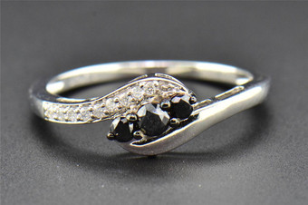 Diamond Wedding Band Ladies Round Cut 10K White Gold Black 3 Stone Ring .27 Ct