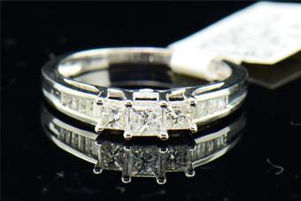 Ladies 14K White Gold 3 Stone Princess Cut Diamond Engagement Ring Band 0.50 ct.