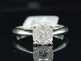 Ladies 14K White Gold Princess Cut Diamond Solitaire Engagement Bridal Ring .5Ct
