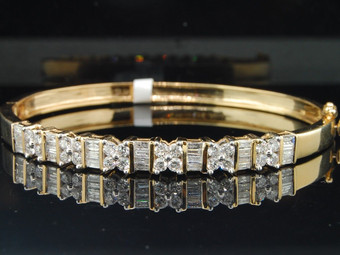 14K LADIES WOMENS YELLOW GOLD 2 CT BAGUETTE & ROUND CUT DIAMOND BANGLE BRACELET