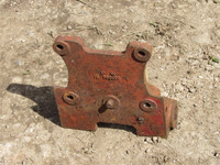 IH /Auto-hitch/Drawbar Front Bracket –USED. Fits 454 5/674 475 etc - UP279