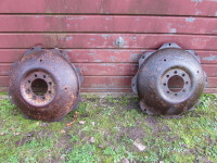 Pair 32 inch wheel centres for IH454 etc. UP340