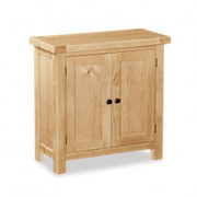 A beautiful range of classic oak furniture. Generous proportions an extra thick tops finished in a light clear laquer give the collection a casual contemporary aestethic. Each piece comes with two handle options, allowing the customer to style the furniture as they please