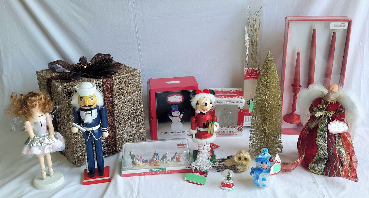 Wholesale Lot of 21 Assorted Holiday Christmas Decor Items ...