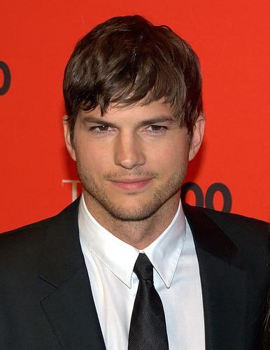 ashtonkutcher-wants-diaper-changing-tables.pg.jpg