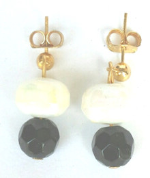 Pearlized White Earring with Faceted Black Accent