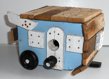 TRAVEL TRAILER BIRDHOUSE -- by  Wayne Keck