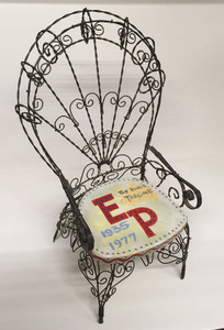 TRIBUTE TO ELVIS -- WIRE THRONE with Wood Base
