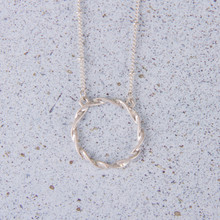 "N3250-SL  16""-19"" Worn Silver Circle Necklace"