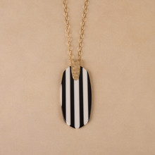 "N3262 30"" Striped Resin Pendant Necklace"