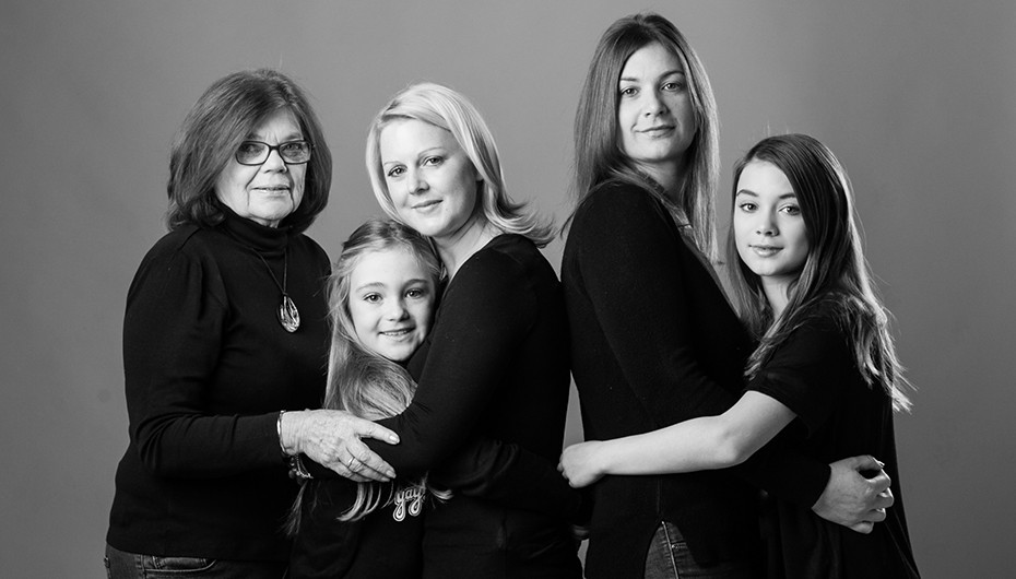 Beautiful black and white family picture by Emotion Studios.