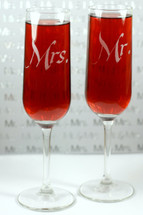 Engraved Modern Champagne Flutes Mr & Mrs (Set of 2)
