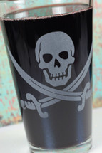 Pint Glass Engraved with Pirate Skull and Swords Etched Close Up