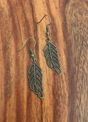 """Resell for 5.00 or more Antiqued brass leaf Approx 1"""" long Style #ABLE083118g"""