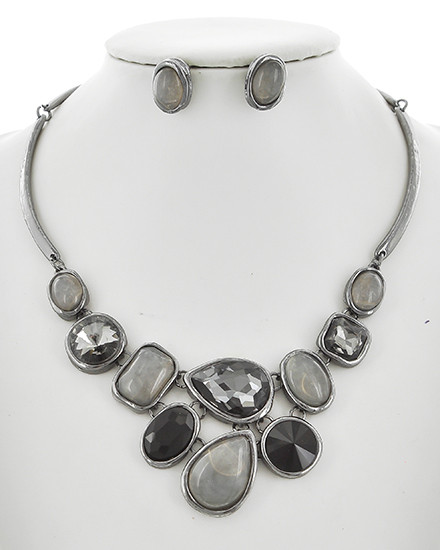 "resell for 66.00 or more Hematite Tone / Black Diamond & Grey Acrylic / Lead&nickel Compliant / Metal / Fish Hook (earrings) / Statement / Necklace & Earring Set  •   LENGTH : 15"" + EXT •   EARRING : 1/2"" X 5/8"" •   DROP : 2""	 •   HEMATITE/BLACK  Style #HBSNS110918"