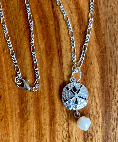 "Resell for 18.00 or more 20"" silver tone figaro chain necklace  Pewter sand dollar/ enameled/ genuine fresh water pearl Style #SDPN010418"
