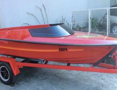 sports boat curved windscreen