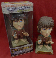 FUNKO LORD OF THE RINGS: FRODO WACKY WOBBLER BOBBLEHEAD GOLD BASE CHASE VARIANT