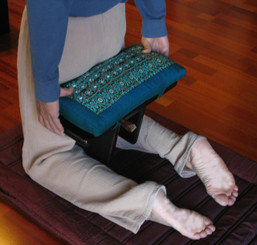 Boon Decor How to Use the Pi Style Meditation Bench STEP ONE