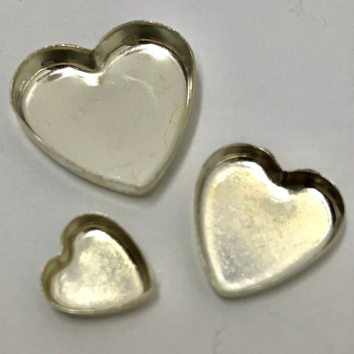 Heart Shaped Baking Pans (CAR02156) close up