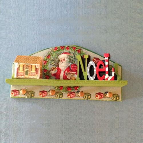 One-inch (1:12) Scale Dollhouse Miniature Christmas Peg Shelf Kit w/Accessories (DFI-DF210)