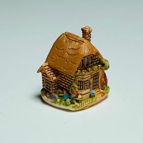 Tiny Cottage Sculpture (FCA4325)