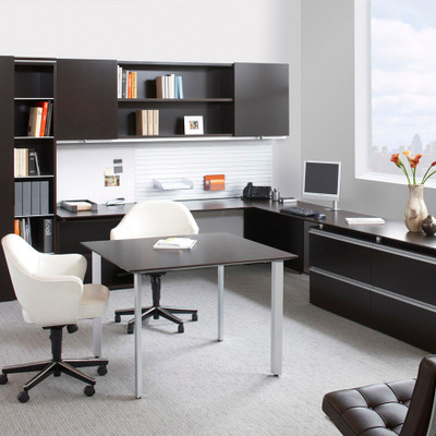 KnollStudio Saarinen Executive Arm Chair with Swivel Base fits many contexts