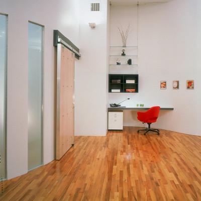 KnollStudio Saarinen Executive Arm Chair with Swivel Base an elegant desk chair