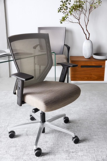 Run ll Mid Mesh Back Synchro with Seat Slider, paired with matching guest chair