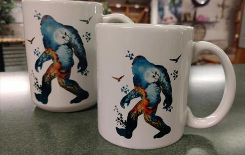 Photo shows 11oz mug in front, 15oz mug behind.
