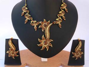CZ22-Flowery designed Topaz gemstone necklace