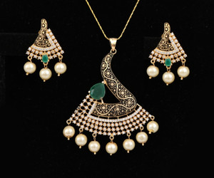 Bollywood fashion Gold Plated Emerald, White stones and Faux pearl Pendant set for Women