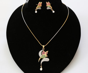 Gold plated daily use Bird designed pendant necklace earring set.