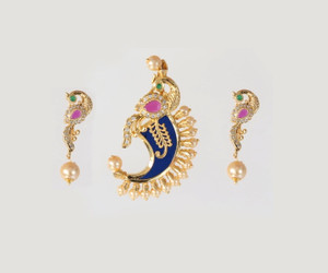 Royal looking Single tiger nail pendant studded with Ad Stones