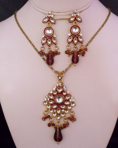 Gold plated kundan necklace pendant set with white stones