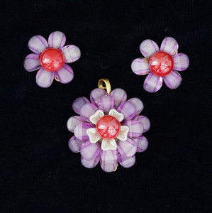 Purple color pachi Indian bollywood style flowery shape pendant