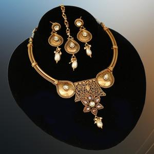 Matte finish gold kundan stone choker necklace imitation jewellery for womens