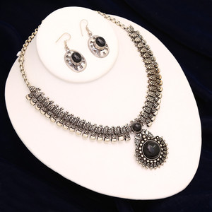 Handmade Black Stone Choker Necklace Set
