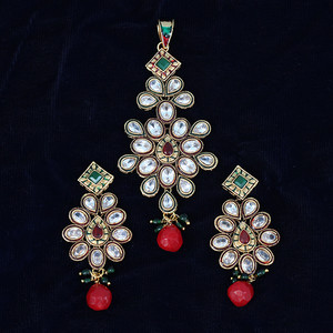 Colourful and beautiful flowers and kundan work in polki pendant set