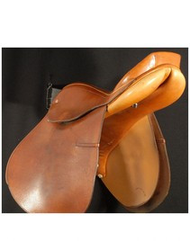 """Courbette 17"""" Derby Used Close Contact Saddle"""