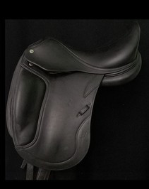 "CWD Dressage MonoFlap 17"" Dressage Used Saddle"