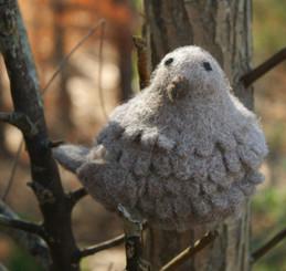 WOOLY BIRD SITTING - TAN