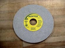 Norton 66252939547  7X1/4X1-1/4 32A60H8VBE Wheel