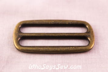 2 Alloy Strap Tri-Glides in Antique Bronze. 3.8cm wide.