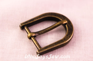 2 Medium 2cm Alloy Buckles in Antique Bronze. Straight-Angled Edge